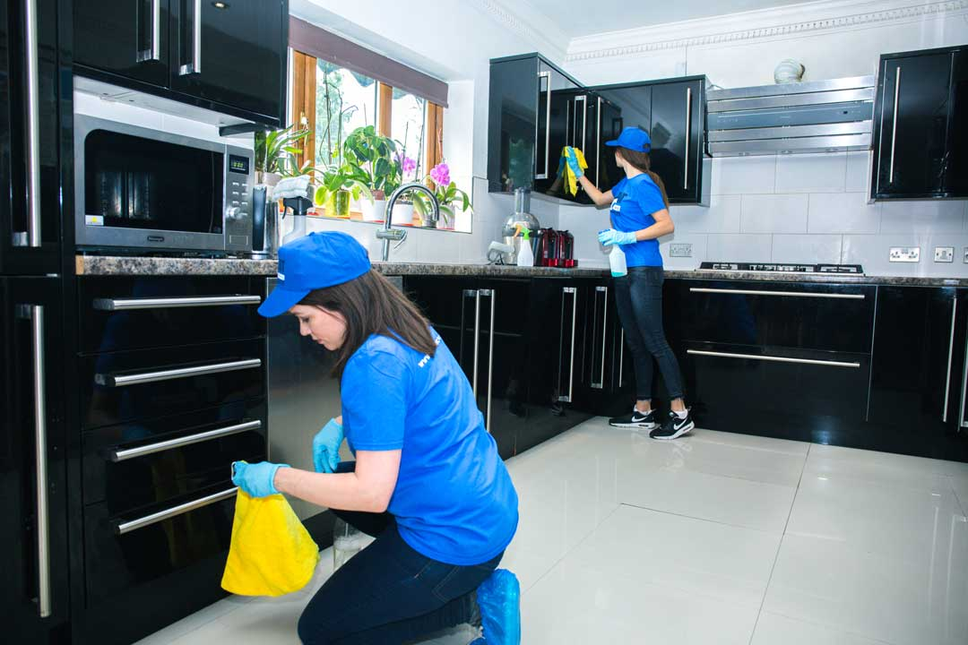 How hiring end of tenancy cleaners can help you save time and money when moving out?
